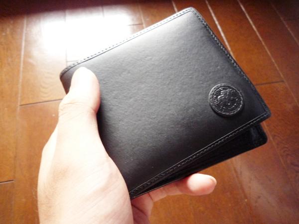 ハンティングワールド二つ折り財布