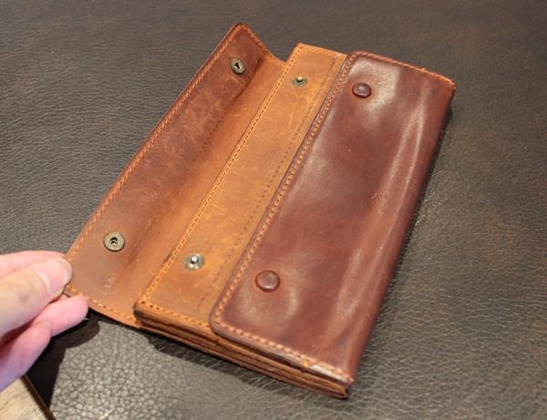 ナポレオンカーフのブランデー経年変化の財布内装