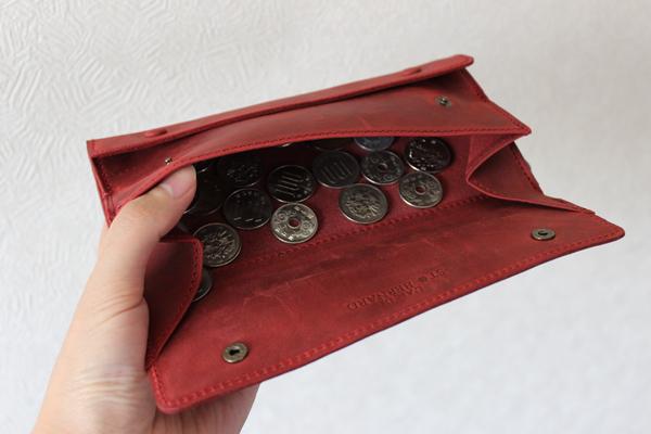 ココマイスターのナポレオンカーフ アレクサンダーウォレットの小銭入れ部分
