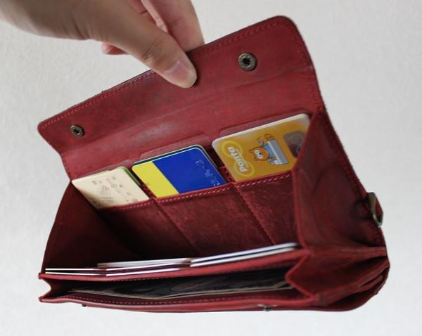 ナポレオンカーフ アレクサンダーウォレットのエイジングした財布の中