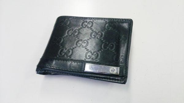 グッチ二つ折り財布
