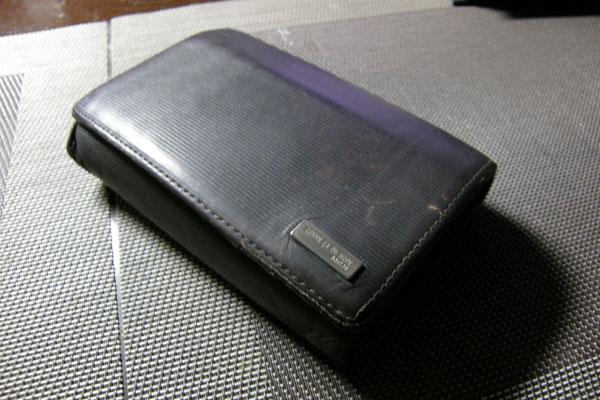 コムサデモードの二つ折り財布