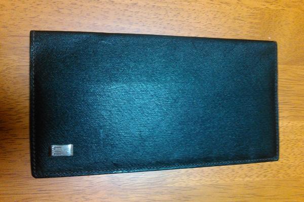 ダンヒルの二つ折り長財布