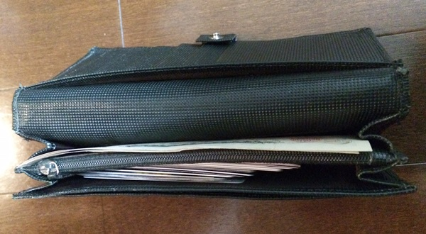 カード30枚入った財布