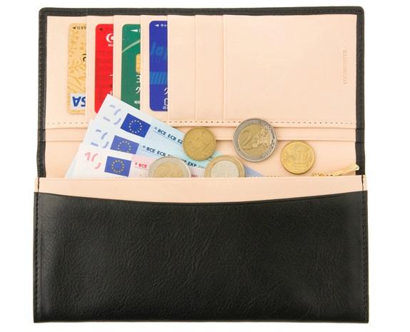 綺麗に並んだ財布