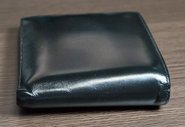 丈夫なモンブラン二つ折り財布