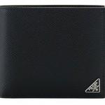 プラダの二つ折り財布