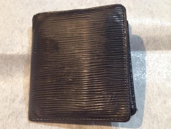 開き気味の財布