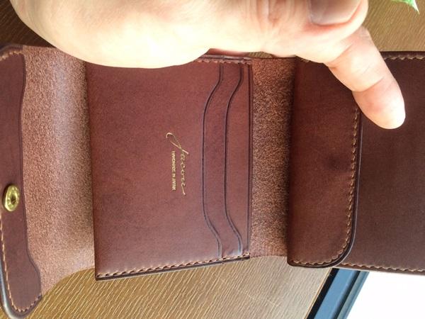 ジャコウ三つ折財布