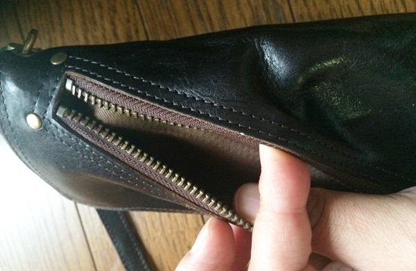 アヴィレックス長財布表面のチャック