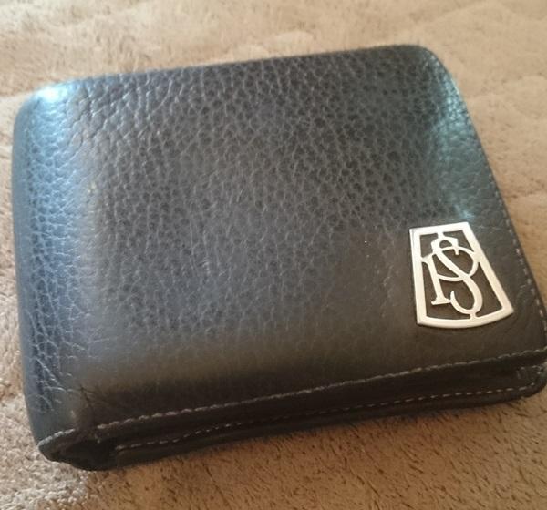シックなポールスミス二つ折り財布