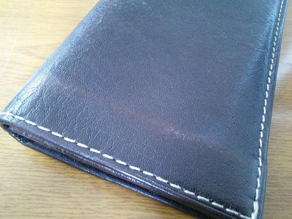 折りたたんだ時の財布の裏側