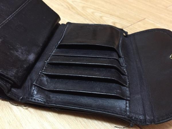 ホワイトハウスコックス三つ折財布カラッポ