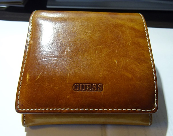 ゲスの二つ折り財布