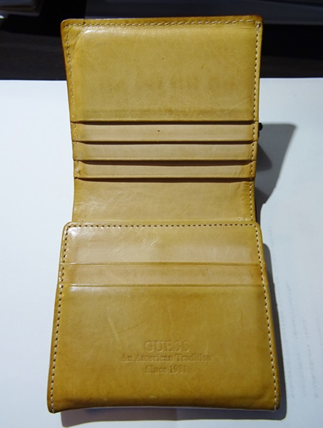 ゲスの財布内部