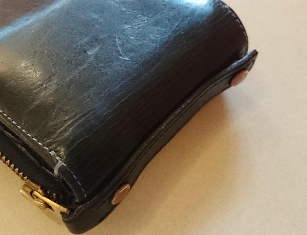 財布の横に付いてるベルト
