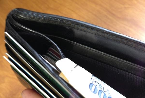 財布が変形