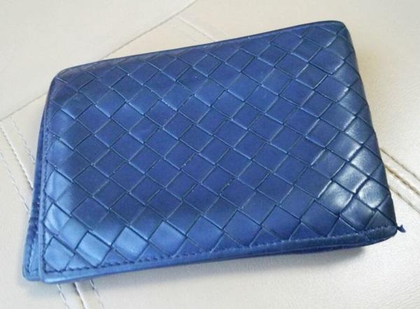ボッテガヴェネタの二つ折り財布