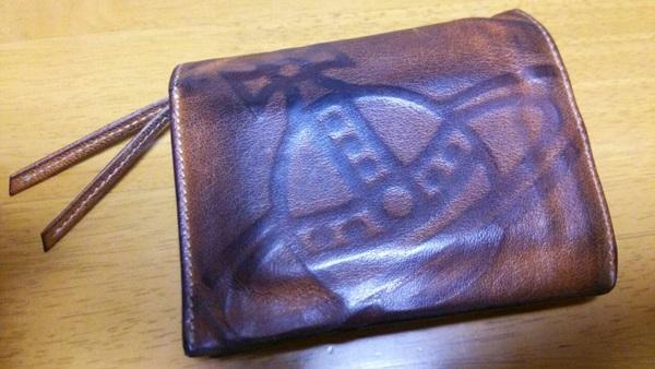ヴィヴィアンウエストウッドの鞣し革財布