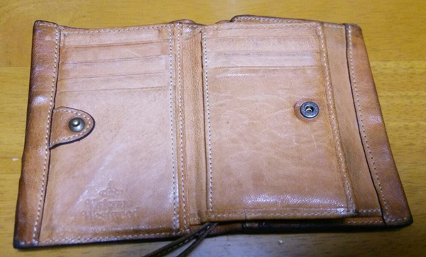 味のあるヴィヴィアンの財布