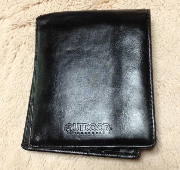アウトドアの二つ折り財布