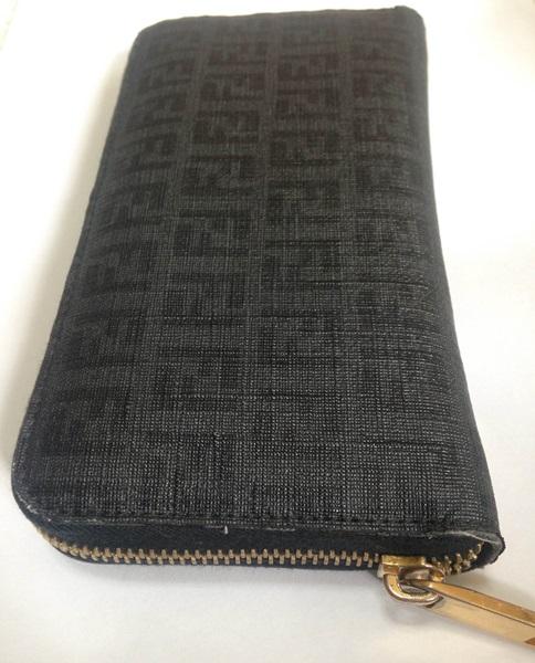 大きいフェンディの財布