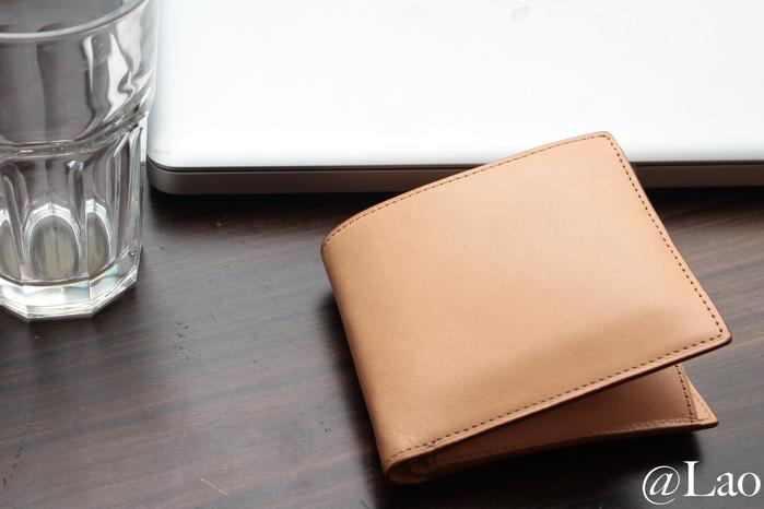 先日買った無印のヌメ革の財布