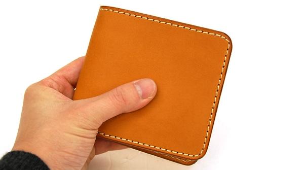ヘルツ二つ折りヌメ財布