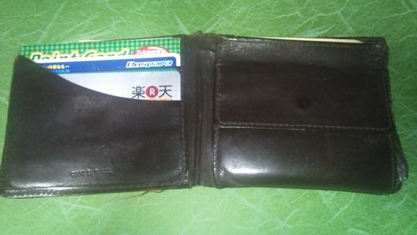 コンパクトなコムサデモード二つ折り財布