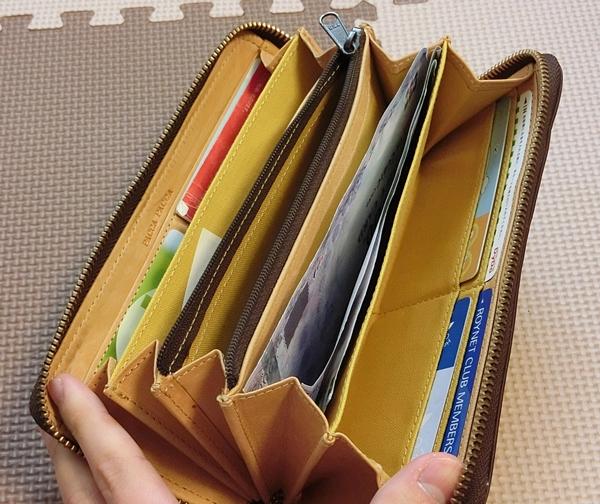 収納が多いパッカパッカ長財布