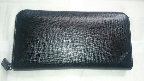 プラダ長財布