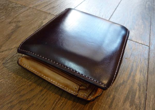 土屋鞄製作所のコードバン二つ折り財布