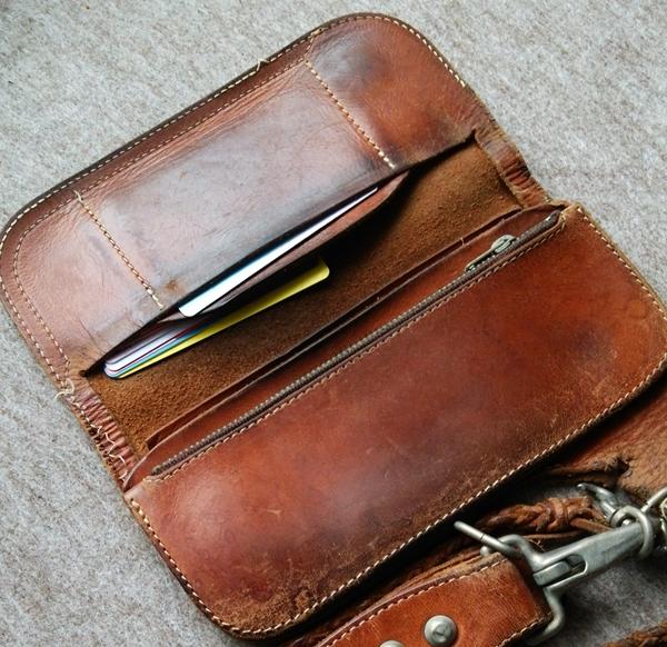 レッドムーン革財布の収納力はない