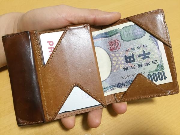 使いづらい点もあるけど買って良かったアブラサスの薄い財布