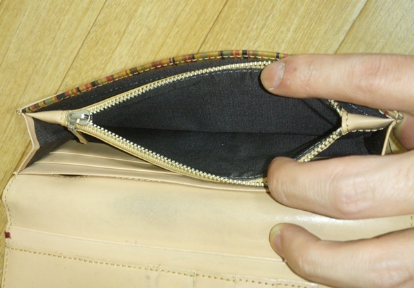 小銭入れが小さいポールスミスの財布