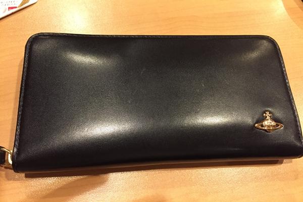 シンプルなヴィヴィアンウエストウッドのメンズ財布