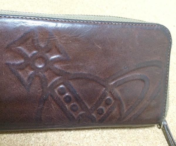 ヴィヴィアンウエストウッドメンズ財布のオーブが特徴