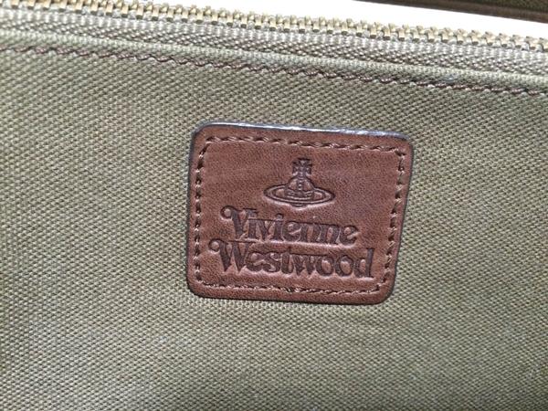 財布内部にヴィヴィアンのロゴ