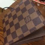 ルイ・ヴィトンのダミエ二つ折り財布