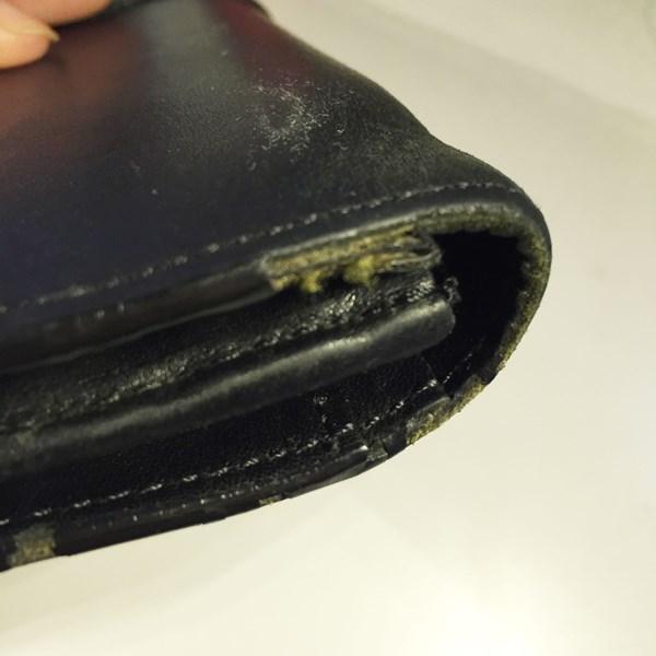 2年も使うとエッジが傷んでくるポールスミスの財布
