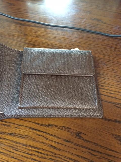 ルイ・ヴィトンのダミエ二つ折り財布の小銭入れ部分