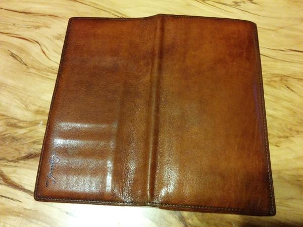 革の劣化が見られないラガード長財布