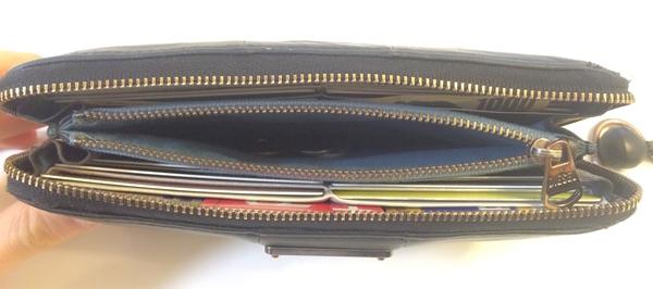 ディーゼル長財布の小銭入れ部分