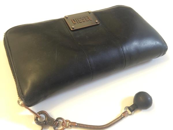 ディーゼル長財布に付いているジッパー