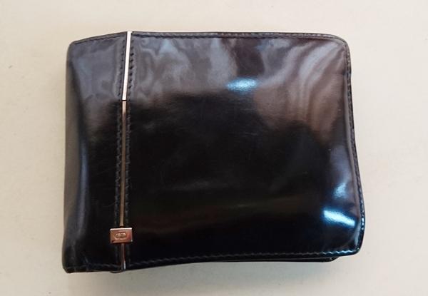 ディオールオムメンズ二つ折り財布