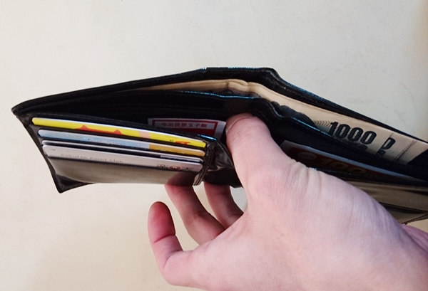 ディオールオム二つ折り財布のお札入れ部分