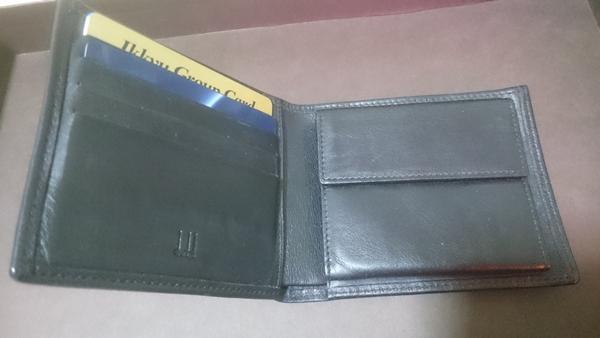 折り目の部分のクラックなどできる様子がないダンヒルの財布
