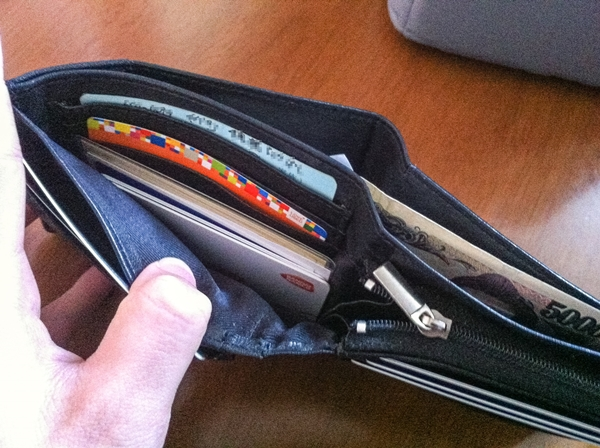 カンサイジーンズメンズ財布の収納力