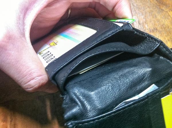 ここにもポケットがあるカンサイジーンズの財布
