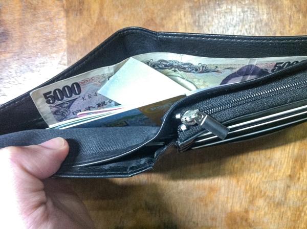 お札入れが大きいカンサイジーンズ財布